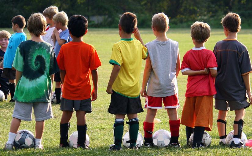 Ребенок в лагере: эмоциональные трудности — что с этим делать?