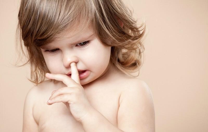 Странные привычки у малыша: когда начинать беспокоиться