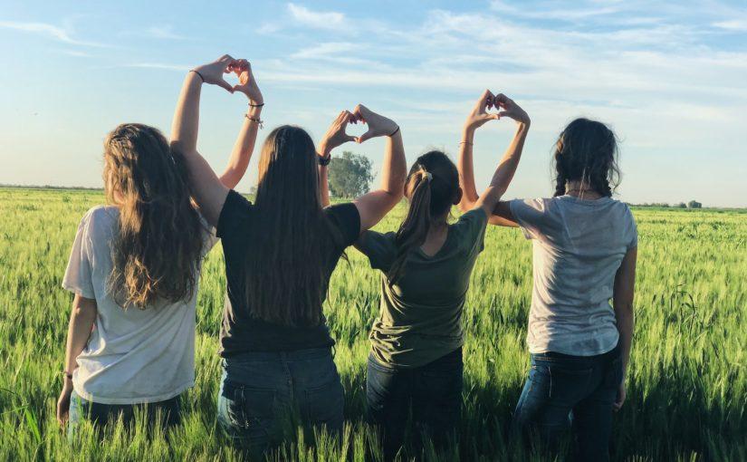 Любовь нечаянно нагрянет: о любви в детском лагере